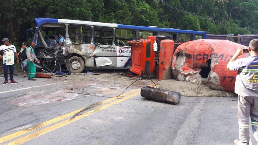 Um morre e 19 ficam feridos após acidente em Embu-Guaçu